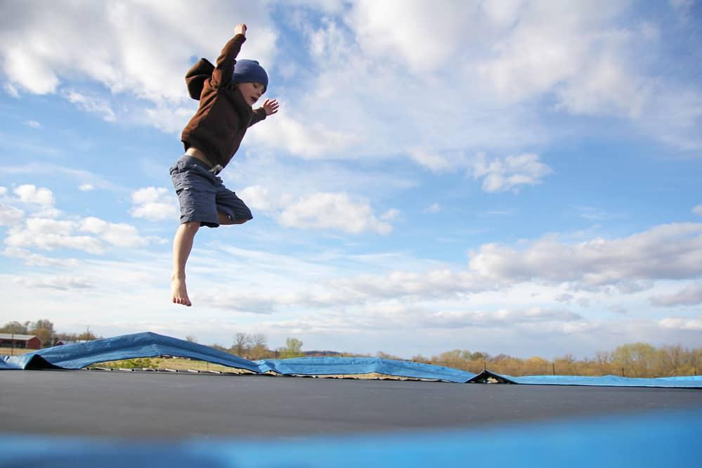 lille dreng hopper
