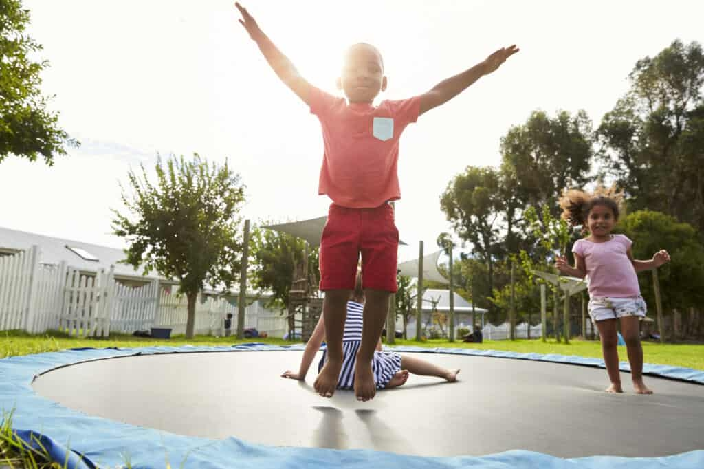 billig trampolin i jorden