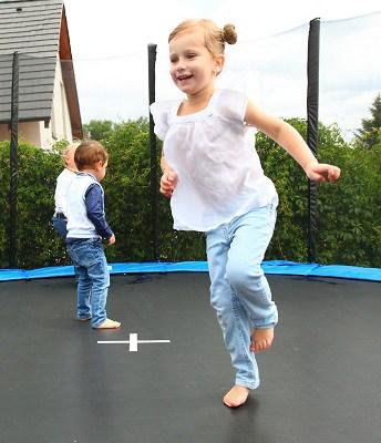 sikker trampolin med ben til børnene